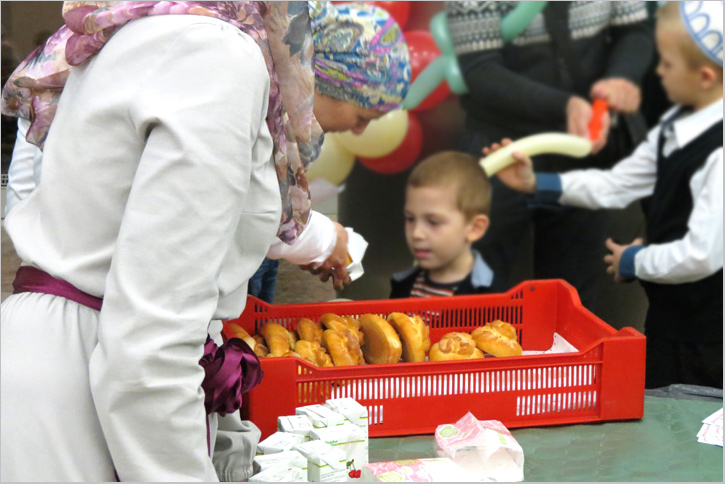 Мавлин ан-Наби 2014: Бесплатные продукты питания для детей