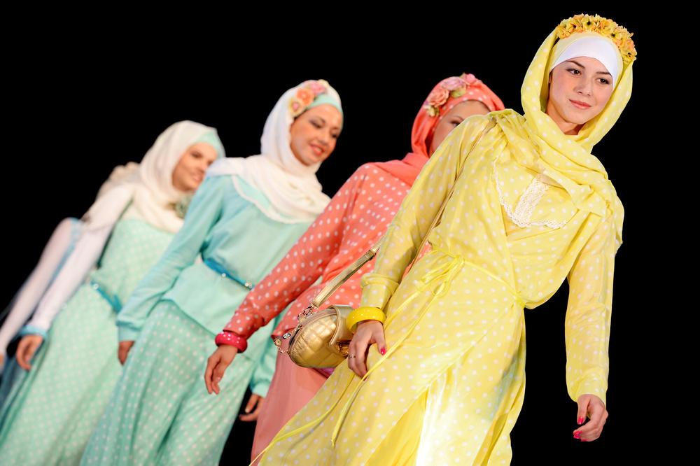 яркие цветные наряды для мусульманок