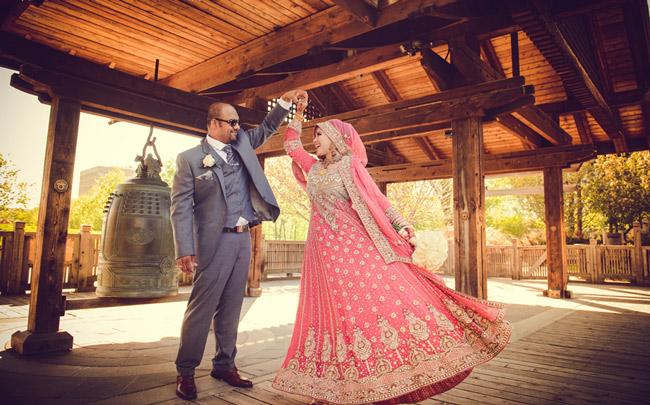 мусульманская невеста кружится в танце