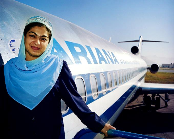 Стюардессы в хиджабе Ariana Afghan Airlines (Афганистанские авиалинии)