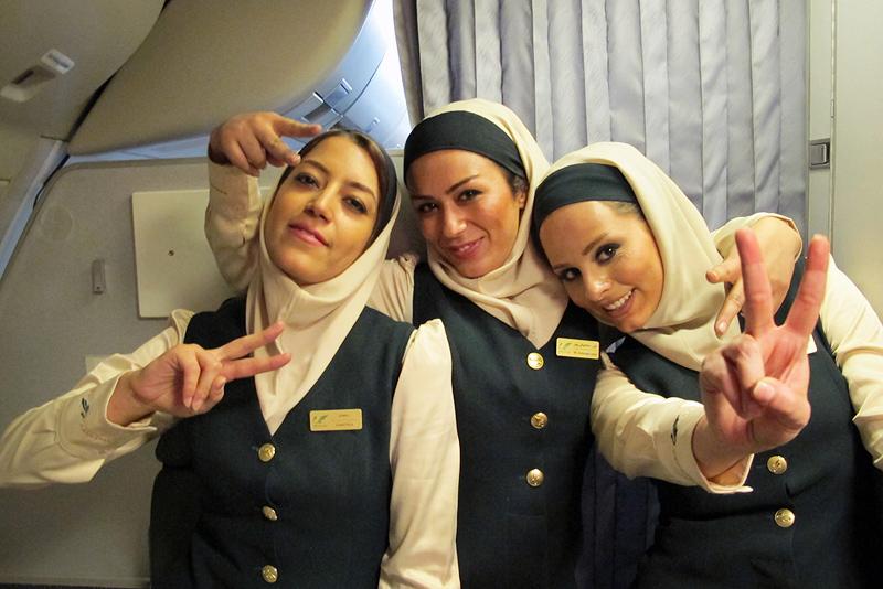 Стюардессы мусульманки в Иранской авиакомпании Mahan Air