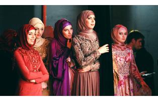 """Показ мусульманской одежды """"Firdaws"""" в Грозном"""