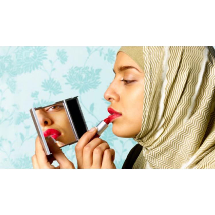 Можно ли по исламу красить ногти